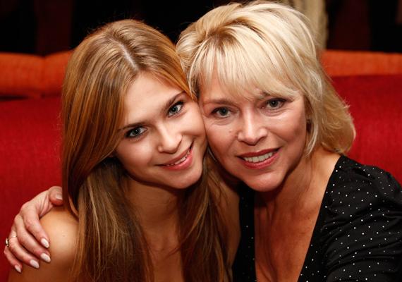 Ma már 22 éves Nyertes Zsuzsa lánya, Zsuzsó is, aki ha lehet, még szebb, mint az édesanyja. A lány nem követte mamáját a pályán, inkább a jogi egyetemet választotta.