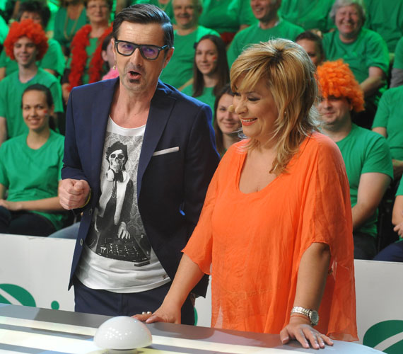 Szulák Andrea még a rendhagyó ruhákért lelkesedő Csiszár Jenőről és annak pólójáról is elterelte a figyelmet.