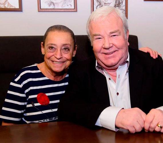 Gálvölgyi János és felesége, Judit - a színész 1971 óta viseli ujján a karikagyűrűt, több mint négy évtizede él boldog házasságban a legendás bűvész, Rodolfó lányával.