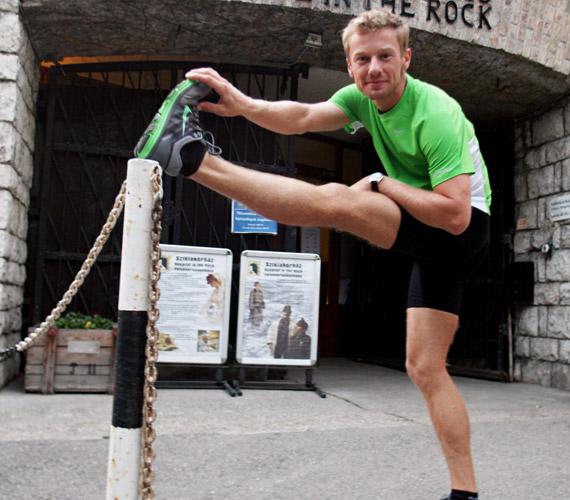 Száraz Dénes 2004 óta több maratont és félmaratont is teljesített már, így tudja, a bemelegítés elengedhetetlen része az edzésnek.