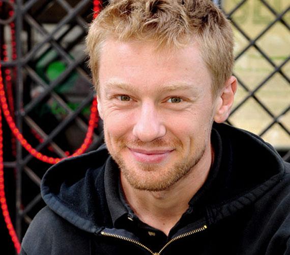 A 32 éves, sármos színész augusztusban Zsámbékon lép fel a Mészáros Máté című színdarabban.