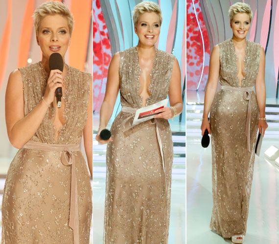 A Benes Anita divattervező által megálmodott meseszép ruha remekül állt a nőies idomokkal megáldott műsorvezetőnek.
