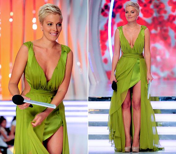 A Szépségkirálynő 2012-es adásában is vonzotta a tekinteteket ebben a zöld, mélyen dekoltált és combközépig felsliccelt kreációban.