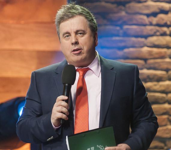 Friderikusz Sándor 2013 márciusában igazolt a TV2-höz. Az ének iskolája és a Sztárban Sztár című műsorok házigazdája volt, de június végén közölte, egyik produkció műsorvezetői feladatait sem kívánja ellátni a jövőben.