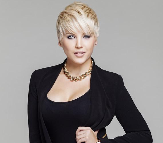 Szeptember 3-án derült ki, hogy Szabó Zsófi öt év után kiszállt a Jóban Rosszban című sorozatból, és az RTL Klubhoz igazolt át, ahol jelenleg az RTL II-n futó After X műsorvezetője. A színésznőt már pótolta a csatorna, a Megasztár 6 felfedezettje, Nagy Adri énekesnő, színésznő vette át helyét a napi sorozatban.