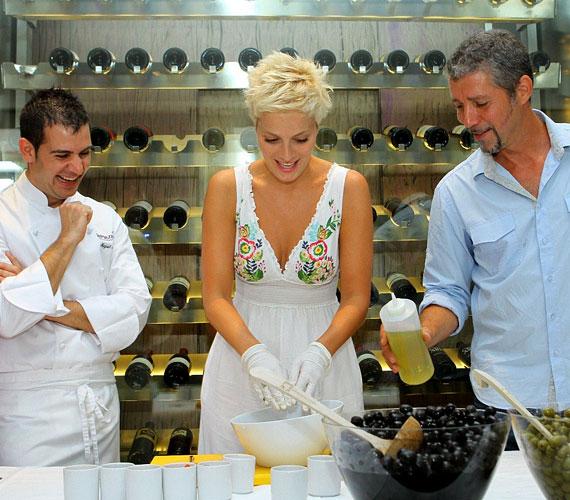 A 29 éves műsorvezető a konyhában is otthonosan mozog, nagyon szeret főzni.