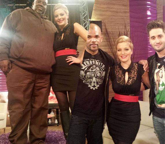 A péntek reggeli műsorban fekete, csipkével díszített ruhában fogadta a világhírű rappert, Run DMC-t és Király Viktort.