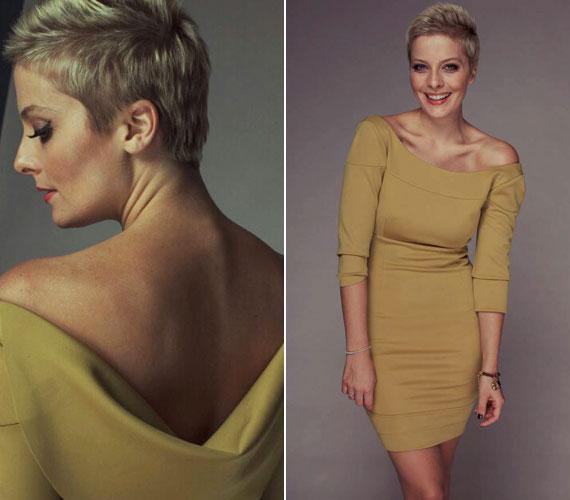 A testhezálló, klasszikus vonalvezetésű ruha különlegességét az ejtett vállrész adja.