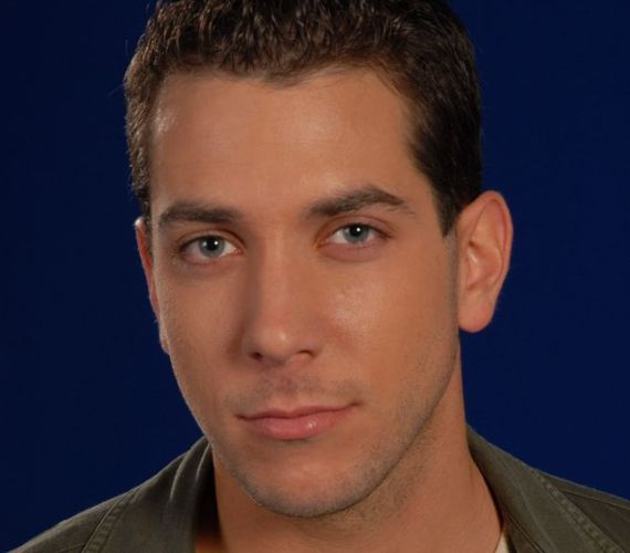 Erik a gaz csábító szerepében tűnt fel a sorozatban. Egymásba szeretnek Tildával, bár a nő még Pali felesége. Később együtt költöznek Szegedre.