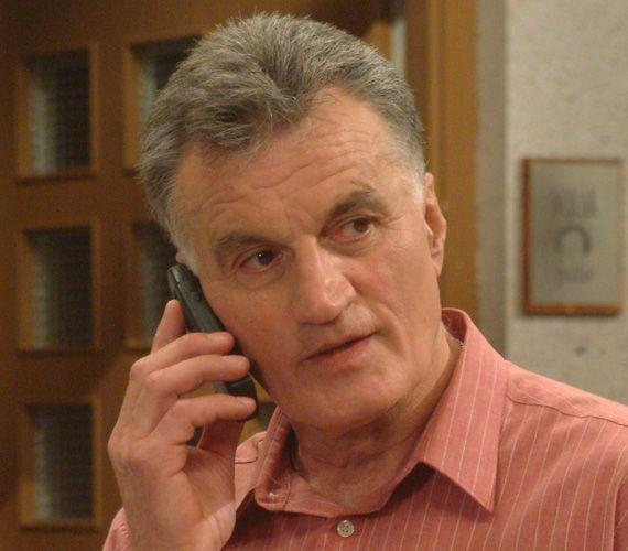 Hoffer Józsi szállt ki először a Hoffer-családból. A karakter rákos lett és külföldre ment kezeltetni magát.