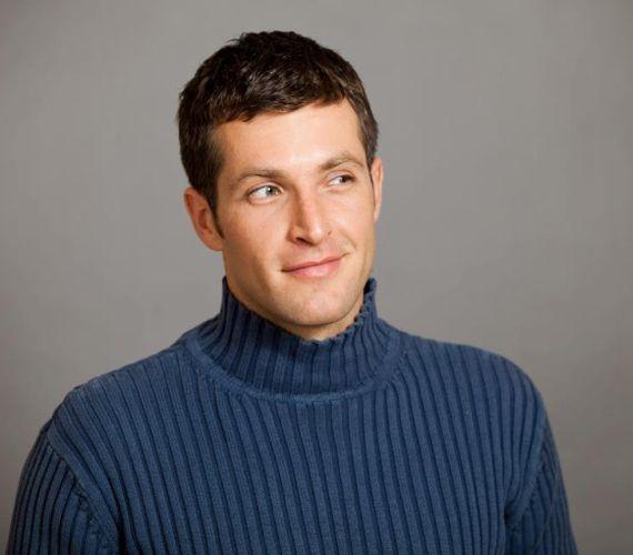 Szilágyi Lóránt 2003 februárjában szerepelt utoljára a Barátok köztben. A zenész fiú egyik fellépésén agyvérzést kapott és meghalt.