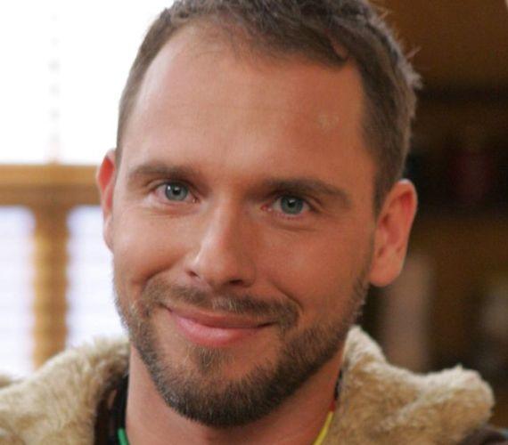 Novák Laci fia, Csaba ígéretes focistának indult, de drogozni kezdett. Ferenczy Orsolya segítségével állt le a szerről. Az M1-es autópályán halálos balesetet szenvedett 2011 őszén.