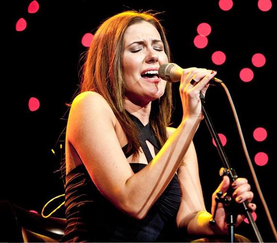 Janicsák Veca 2007-ben indult a Csillag Születik című RTL Klub-os tehetségkutatóban, ott a középdöntőig vitte. Három évvel később újra nekilendült: akkor az X-Faktorba jelentkezett, ahol végül negyedikként - és legjobb női előadóként - végzett.