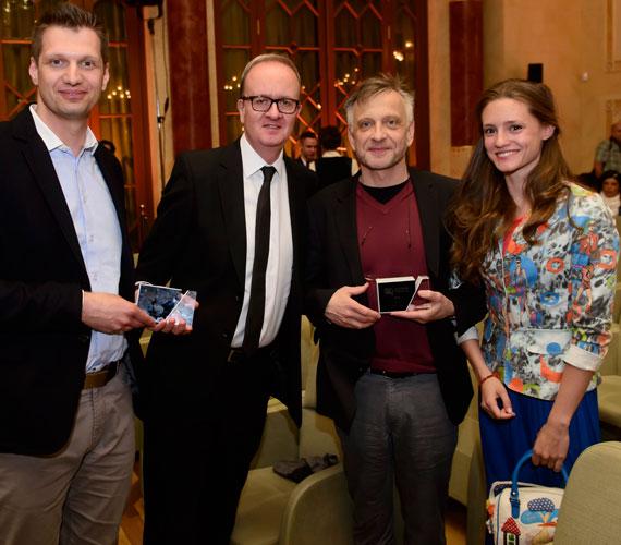A sorozatok közül a Barátok közt (RTL Klub), a Fapad (M1) és Terápia (HBO) szállt versenybe - az utóbbi került ki győztesként.