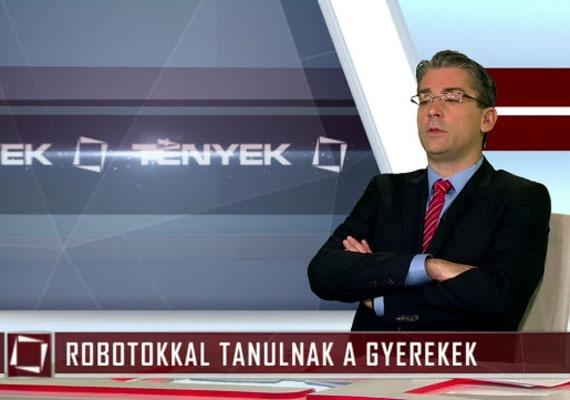 2015 októberében Azurák Csaba a Tények reklámszünete alatt annyira elmerült Várkonyi Andreával és a rendezővel egy beszélgetésben, hogy nem vette észre, amikor újra adásba került. Mindez csak egy-két másodpercig tartott, a nézők alig vehettek észre belőle valamit, a bakit viszont külföldön is kiszúrták, és bekerült egy 15 perces válogatásba, amelyben a televíziós hírműsorok furcsa jeleneteit gyűjtötték össze.