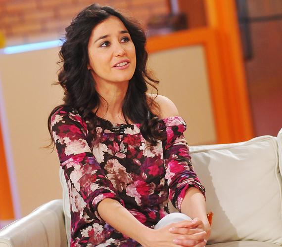 Gryllus Dorka szeptember 16-án, a Reggeli élő adásában árulta el a gólyahírt. A gyönyörű színésznő és párja, Simon Kornél első gyermeküket várják.