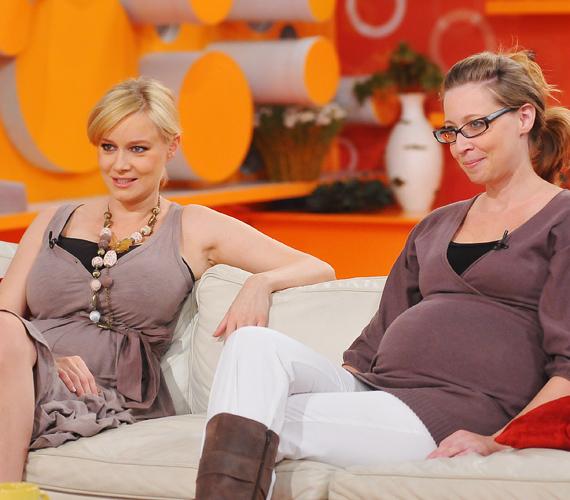 A Unique együttes énekesnője, Völgyesi Gabi januárra várja első gyermekét, a 33 éves kismama ráadásul a második pocakos a családban, nővére ugyanis szintén várandós!