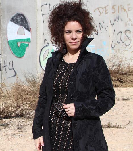 Al Ghaoui HesnaAz M1-en kéthetente jelentkező Bábel - Hesnával a világ című sorozat készítője 2014. április 2-án adott életet kislányának, ezt aznap este tudatta a Facebook-oldalán.Kapcsolódó cikk:Anya lett az M1 gyönyörű tévése »