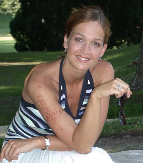 Horváth Lili  A 38 éves színésznőről augusztus végén derült ki, hogy már öt hónapos terhes a harmadik gyermekével.  Kapcsolódó cikk: A magyar színésznő ismét babát vár »