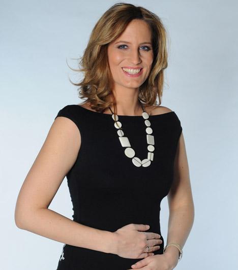 Kumin Viktória                         A Kossuth Rádiónál dolgozó szőke sztárt az RTL Klub híradósaként kedvelt meg az ország. Augusztusban derült ki, hogy már a negyedik hónapban van, Berta lánya kistestvért kap.                         Kapcsolódó cikk:                         6 év után ismét terhes az RTL Klub egykori híradósa »