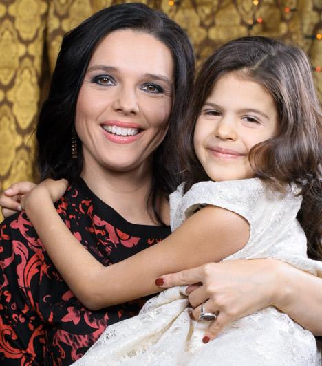Szöllősi Györgyi  A köztévé híradósa már a negyedik hónapban járt, amikor április elején elárulta, hétéves kislánya, Jázmin kistestvért kap. Kamilla 2014. szeptember 30-án, éjfélkor született meg.