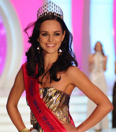 Dobó Ági  A 2010-es Miss World Hungary nem hitte, hogy természetes úton lehet gyereke, így az október 1-jén világra jött kis Benedikt születése felért számára egy csodával.  Kapcsolódó cikk: Csoda, hogy teherbe esett »