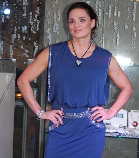 Kovács Katalin  A háromszoros olimpiai bajnok magyar kajakozónő négy hónapos terhesen december 18-án jelentette be, hogy első gyermekét várja, akiről azt is tudni, hogy kislány lesz.  Kapcsolódó cikk: Első babáját várja Kovács Katalin »