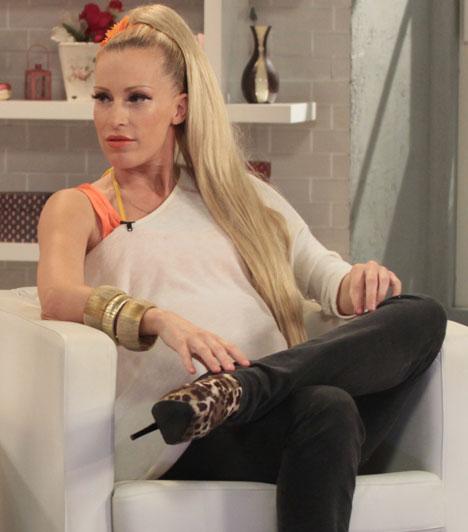 Pásztor Anna  Az Anna and the Barbies együttes énekesnője augusztusban egy rádióadásban jelentette be, hogy első gyermekét várja. Benjámin november 16-án született meg 3100 grammal és 52 centivel.  Kapcsolódó cikk: Szokatlanul merész fotók a terhes énekesnőről »