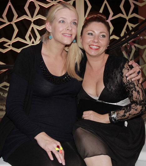 Peller AnnaAz Operettszínház színésznője, aki a Barátok köztben is játszott, június végén árulta el, hogy gyermekáldás elé néz. Anna Bella november 29-én 3500 grammal és 55 centivel jött a világra.Kapcsolódó cikk:Már egy hete megszült »
