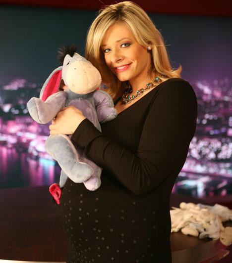 Peller Mariann  A STORY4 műsorvezetője 2012 szeptemberében árulta el, hogy kisfiút hord a szíve alatt. Január 14-én hozta világra első gyermekét, Kornélt 3700 grammal és 58 centiméterrel.  Kapcsolódó cikk: Peller Mariannt nem érdekli a súlyfelesleg »