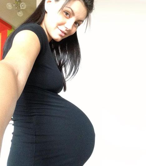 Szorcsik H. ViktóriaA Jóban Rosszban egykori sztárja 21 évesen már a második gyermekével lett várandós. Éppen azt tervezte, hogy visszatér a sorozatba, amikor tavasszal kiderült, terhes. Szeptember 20-án a Facebookon tudatta, megszületett kislánya, Zara.Képes cikk:Második gyermekével várandós a fiatal színésznő »