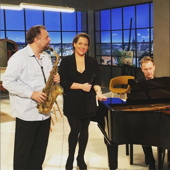 Tóth Vera az M5 televízió Hétvégi belépő című műsorának felvételén is mindenkit lenyűgözött elképesztő karcsúságával.