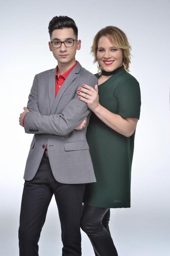 Az énekesnő Farkas Zsolti oldalán. Hamarosan a Sztárban Sztár + egy Kicsi című műsorban találkozhatunk velük a Super TV2 csatornán!