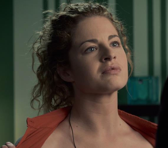 Ez a vetkőzős jelenet is előrevetíti, hogy Maya a Hacktion történetét egészen új irányba tereli, hiszen a csinos és okos lány senkit nem hagy hidegen az Infrastruktúra Védelmi Osztagban.