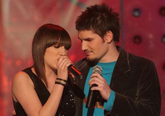 Tóth Gabi és Palcsó Tamás 2004-ben, a Megasztár második szériájában ismerkedtek meg, egymás vetélytársai voltak a verseny alatt, ám ez nem tántorította el őket attól, hogy egymásba szeressenek. Egy évig és két hónapig alkottak egy párt.