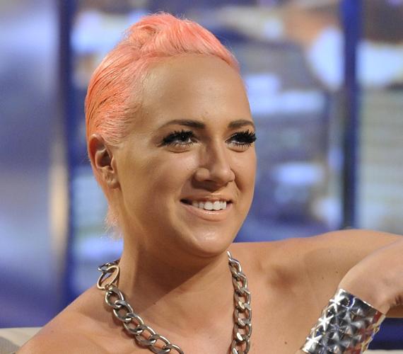 A DTK Show őszindító nyitó adásában rózsaszín hajjal tűnt fel augusztus végén.