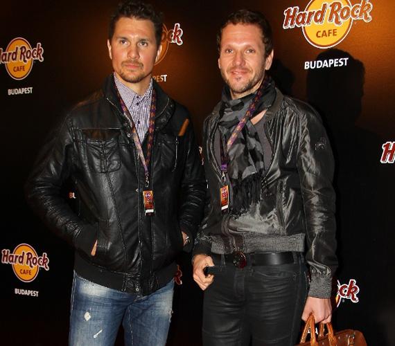 Nagy Ervin színész és Lakatos Márk stylist mintha összeöltöztek volna, mindketten bőrkabátot öltöttek magukra.