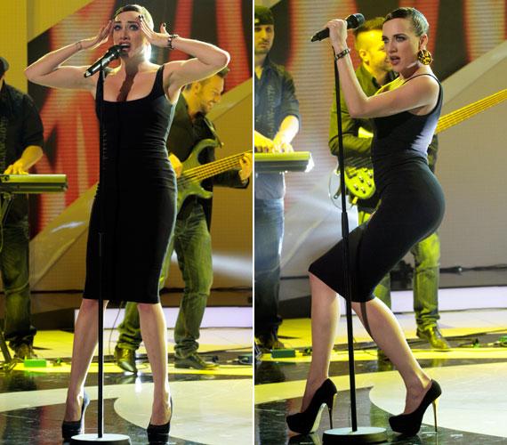 Ez a szűk, fekete ruha csoda, hogy el nem szakadt a kígyózó mozdulatok közben a Legenda című zenés műsor alatt.