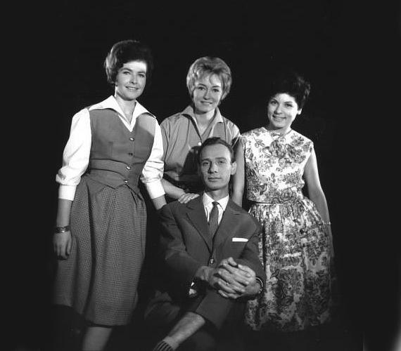 Takács Marika, Lénárd Judit, Tamási Eszter és Varga József - ők négyen az ötvenes években kerültek a Magyar Televízióhoz, és váltak közismert bemondókká. A kép 1967-ben készült a Rádió és Televízió Újság számára, három évvel később egyiküket már gyászolta az ország.