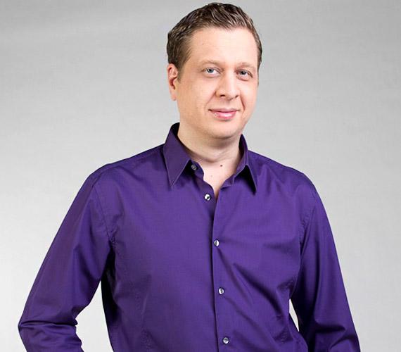 Bognár Tamás egy telefonbeszélgetés alkalmával győzte meg a csatorna vezetőit, azóta a tévé mellett egy rádióban is hallhatjuk, de szinkronosként is népszerű.
