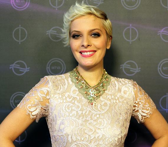 """2014 decemberében Tatár Csilla váratlanul felmondott a TV2-nél. """"Csilla karrierterve és a személyével kapcsolatos TV2-es elképzelések nem egyeztek"""" - reagálta döntésére a csatorna. A Mokka műsorvezetője 2015 januárjától a köztévé csapatát erősíti."""