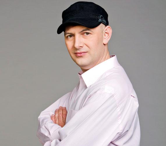 Egy héttel Tatár Csilla felmondása előtt Vujity Tvrtko közös megegyezéssel távozott a TV2-től. A Napló című műsor megszűnését követően december 2-án, 17 év után köszönt el a kereskedelmi tévétől.