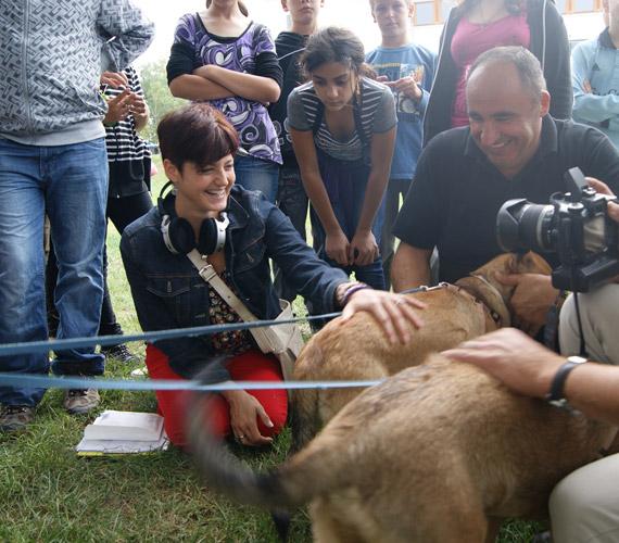 Az állatokat is nagyon szereti. Kisfia, Zalán különösen a baglyokért rajong.