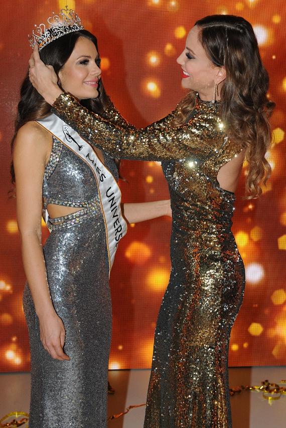 A Miss Universe Hungary 2016-os győztesét már estélyi ruhában koronázta meg.