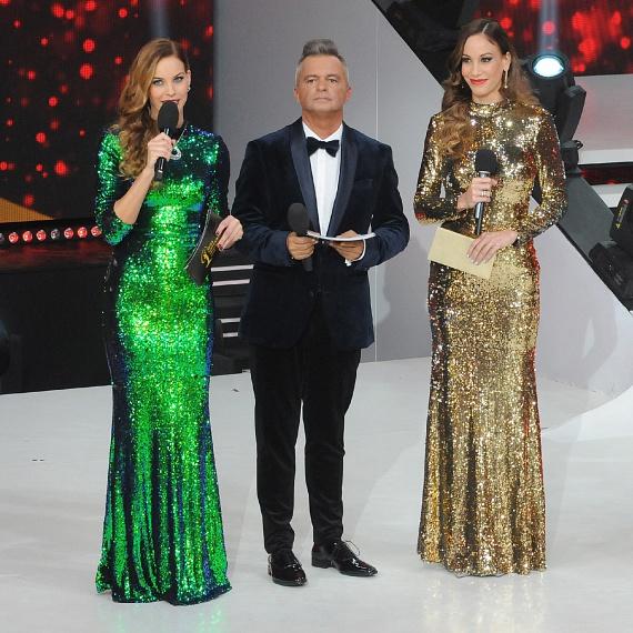 Miss Universe Hungary döntőjét a TV2 közvetítette, az est Műsorvezetője Cooky és Lipcsei Betta voltak - utóbbi egy hasonló szabású estélyit viselt, mint Vajna Timi, csak az övé zöld színű volt.