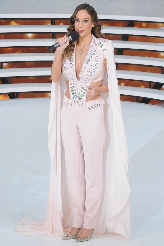 Vajna Tímea szexi és csillogó összeállítását egy nagyszabású show énekesnője is megirigyelhette volna Las Vegasban.