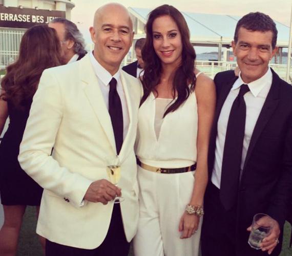 Antonio Banderas oldalán, akinek a villájában az esküvőjüket tartották Andy Vajnával.