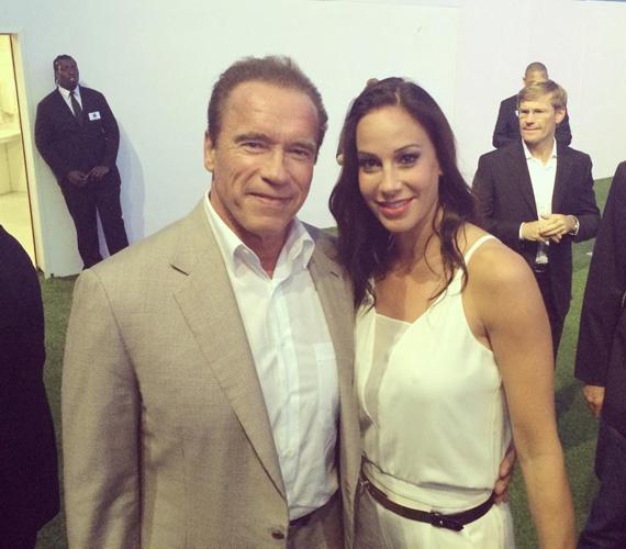 A 66 éves akciósztárral, Arnold Schwarzeneggerrel karöltve.