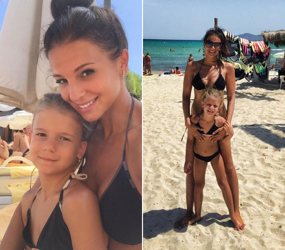 Anya és lánya ugyanolyan bikinit húzott, a műsorvezető pedig nem állta meg, hogy megörökítse így két imádott hölgyét.