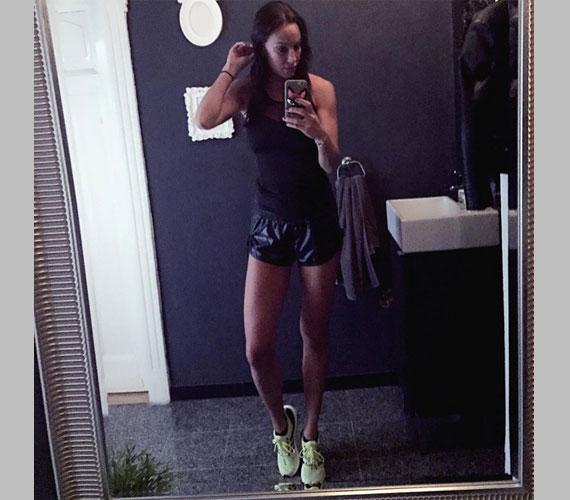 Vajna Tímea a világhírű tervező, Stella McCartney kreációjában sportolt - sikerült egy falatnyi rövidnadrágot választania.